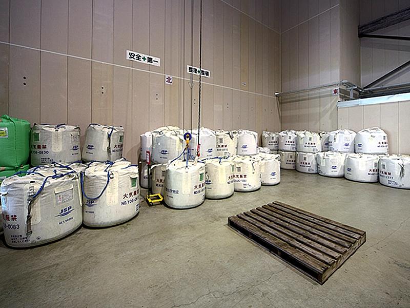 発泡スチロールの原料となるビーズの保管庫